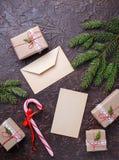 Подарочные коробки, тросточка конфеты и письмо Стоковые Изображения