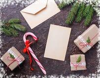 Подарочные коробки, тросточка конфеты и письмо Стоковые Фото