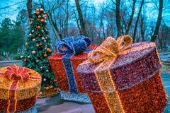 Подарочные коробки украшений рождества сделанные из сусали Стоковые Фотографии RF