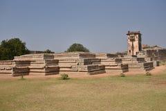 Подвал дворца ` s ферзя около лотоса Mahal, Hampi, Karnataka Стоковые Изображения RF