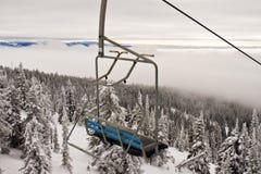 Подвесной подъемник лыжного курорта Стоковые Изображения