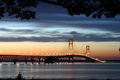 подвес освещенный мостом стоковое изображение rf