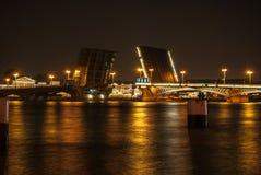 Подвижный мост Blagoveshchensky в Санкт-Петербурге стоковые фото