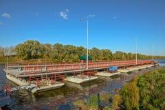Подвижный плавучий мост Стоковое фото RF