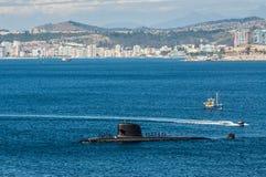 Подводная лодка приезжая на порт Стоковое Изображение