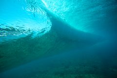 Подводный взгляд волны кристально чистый Стоковая Фотография