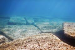 Подводный солнечный свет сцены, удит подводную жизнь стоковые изображения rf
