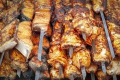 Подготавливайте для того чтобы продать shish kebab стоковые фото