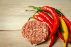 Подготавливать желтый цвет чилей горячего перца мяса еды красный Стоковое Изображение