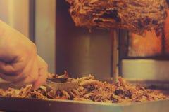 Подготавливать мясо вырезывания Shawarma Стоковое Изображение