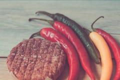 Подготавливать чили горячего перца мяса еды Стоковое Изображение