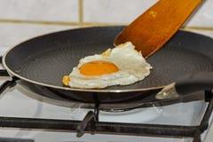 Подготавливать яичко ` s курицы еды стоковые изображения