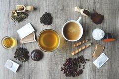 Подготовка кофе и чая стоковые изображения