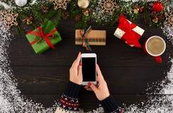Подготовка на зимние отдыхи Покупка рождества он-лайн Стоковое Фото