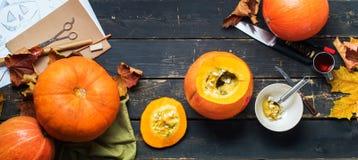 Подготовка ножа тыквы взгляда к хеллоуину Стоковые Изображения