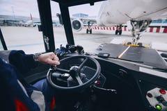 Подготовка самолета перед полетом стоковое фото rf