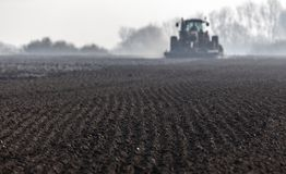 Подготовленная почва для засаживать весны стоковая фотография rf