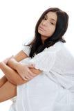 подготовляет ее испанские ноги сидя детеныши женщины стоковое фото