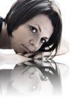 подготовляет привлекательное брюнет ее отдыхать Стоковые Фото