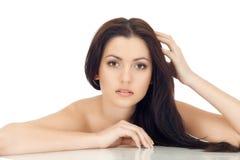 подготовляет привлекательную женщину брюнет Стоковые Изображения RF