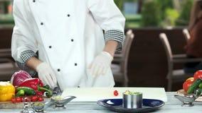 подготовлять еды шеф-повара видеоматериал