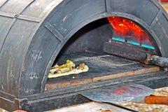 подготовлять пиццы печи вкусный Стоковое Изображение