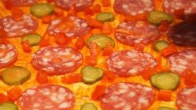 подготовлять пиццы шеф-повара делать пиццу Варочный процесс Варить пиццу Томаты видеоматериал