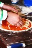подготовлять пиццы Стоковое Изображение RF
