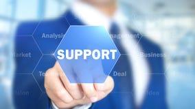 Поддержка, бизнесмен работая на голографическом интерфейсе, графиках движения Стоковая Фотография RF