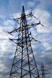 Поддержка линии электропередач против предпосылки облачного неба Стоковые Изображения