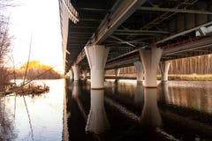 Поддержка моста западного высокоскоростного диаметра - шоссе автомобиля стоковая фотография rf