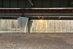 Поддержка моста западного высокоскоростного диаметра - шоссе автомобиля стоковое изображение