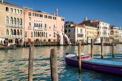 ПОДДЕРЖКА скульптуры в Венеции, Италии Стоковое фото RF
