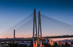 Поддержки моста при кабели держа поддержки Стоковые Изображения