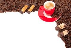 поддонник красного цвета чашки печений кофе Стоковые Изображения