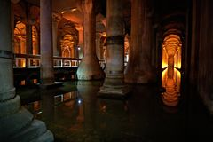Подземная цистерна базилики, хранение воды, Стамбул Турция Стоковое Изображение
