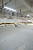Подземный гараж стоянкы автомобилей стоковые изображения rf