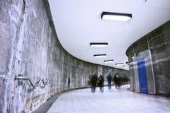 Подземный корридор метро Grunge - час пик Стоковые Фото
