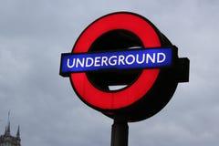 Подземный подпишите внутри Лондон, Великобританию стоковые фотографии rf