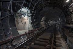 Подземный тоннель Путь рельса стоковое фото