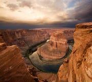 подкова каньона загиба Аризоны драматическая стоковая фотография rf