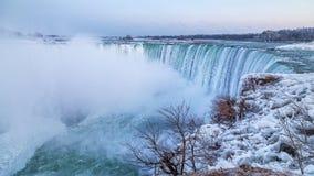 Подкова падает в холодную зиму стоковые изображения rf