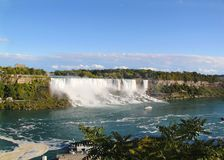 Подкова падения Ниагары ontario Канада Красивый водопад на голубом небе и белизне заволакивает предпосылка Стоковая Фотография