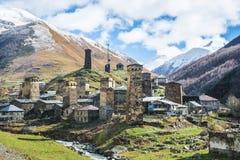 Подлинная деревня высоко-горы в долине стоковое изображение rf