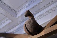 Подлинная русская северная деревня, реконструкция дома, украшение домов и характеристики обмундирований residen стоковое изображение