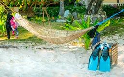 Подлинный взгляд snorkeling засыхания оборудования около традиционного Стоковые Фото