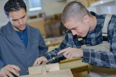 Подмастерье на деревянной мастерской Стоковые Изображения RF