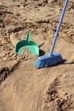 подметать ироничности пляжа стоковые изображения rf