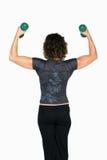 подниматься инструктора пригодности гантелей женский Стоковые Изображения RF