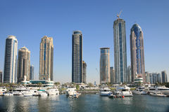 поднимать Дубай зданий новый стоковая фотография rf